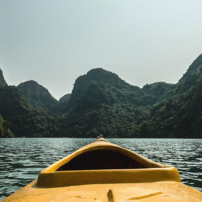 Kajak fahren, Bucht Halong, Vietnam