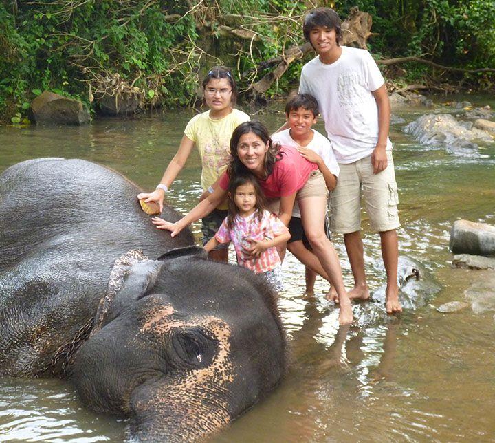 Family, Bathing with elephants, Sri Lanka